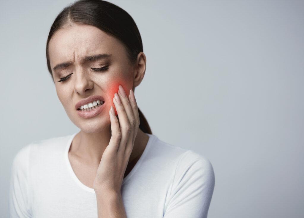 kvinna med tandvärk